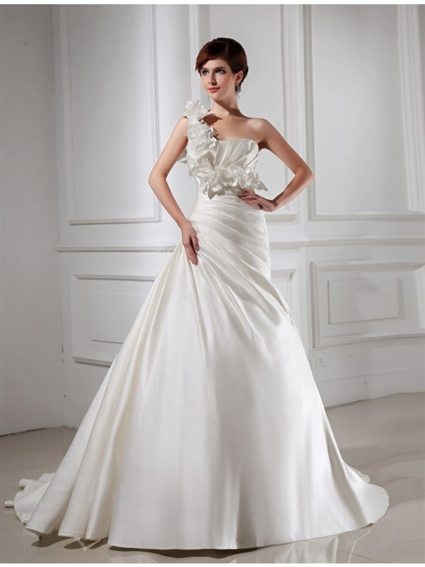 Voiced Vivacity Princess Style One-shoulder Hand-made Flower Satin Wedding Dresses