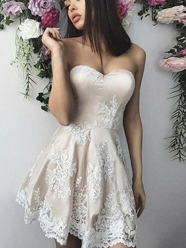 Eye-Catching Charm Princess Style Lace Applique Sweetheart Short/Mini Homecoming Dresses