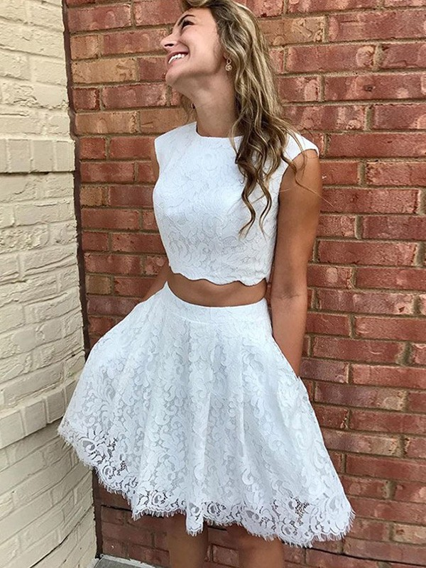 Cordially Delighted Princess Style Lace Lace Scoop Sleeveless Short/Mini Homecoming Dresses