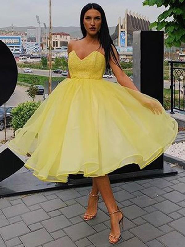 A-Line/Princess Ruffles Organza Sleeveless Sweetheart Knee-Length Homecoming Dresses