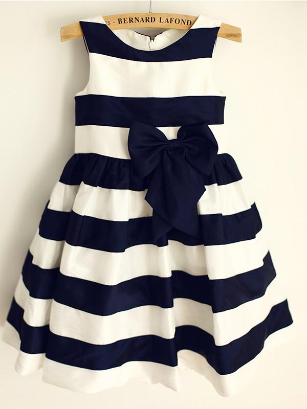 A-Line/Princess Satin Bowknot Scoop Sleeveless Knee-Length Flower Girl Dresses
