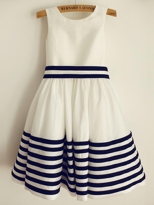 A-Line/Princess Taffeta Sash/Ribbon/Belt Sleeveless Scoop Knee-Length Flower Girl Dresses
