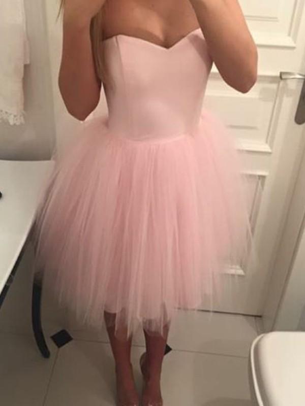 A-Line/Princess Tulle Ruffles Sweetheart Sleeveless Short/Mini Homecoming Dresses