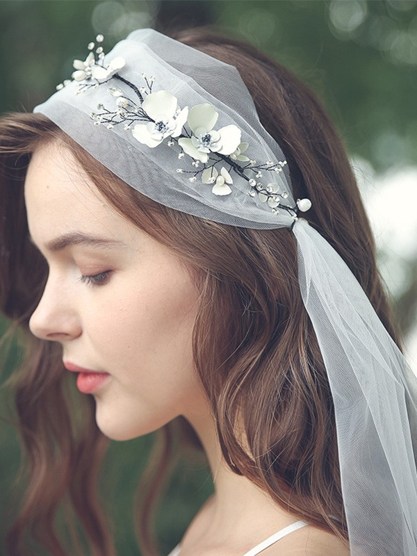 Graceful Tulle One-Tier With Rhinestone/Hand-Made Flower Elbow Bridal Veils