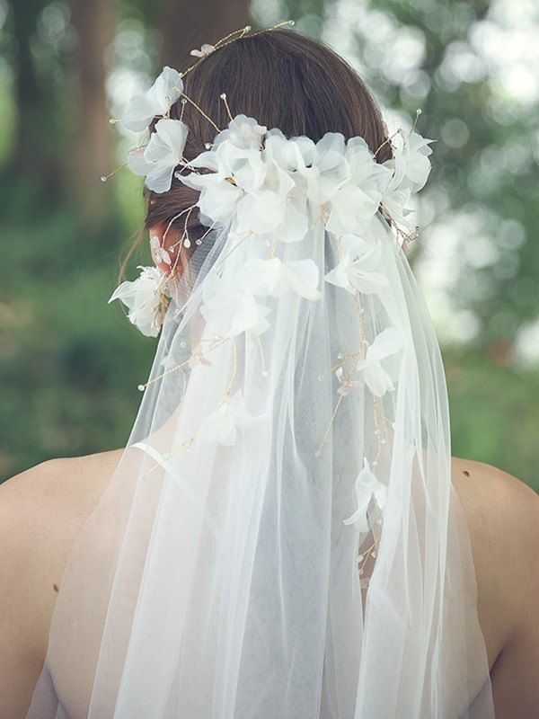 Gorgeous Tulle One-Tier With Rhinestone/Hand-Made Flower Fingertip Bridal Veils