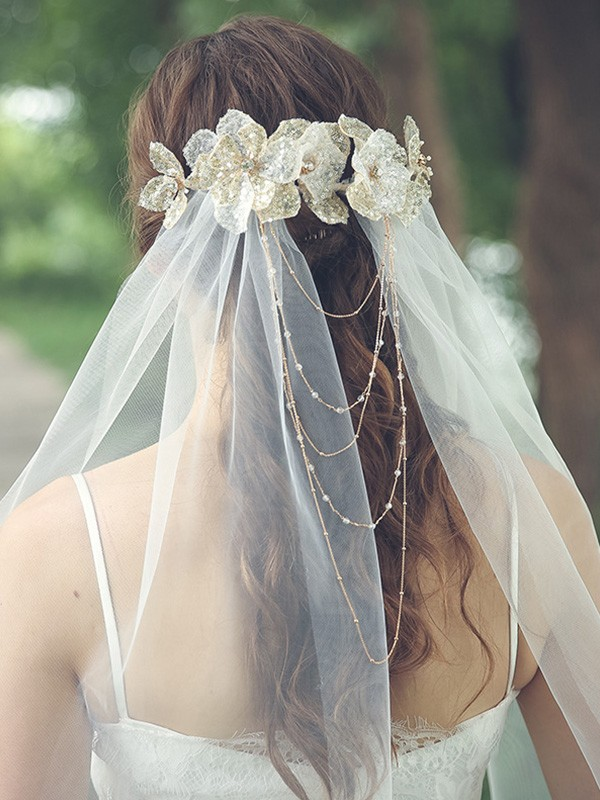 Attractive Tulle One-Tier With Rhinestone/Hand-Made Flower Waltz Bridal Veils