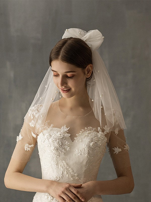 Fancy Tulle One-Tier With Imitation Pearl Shoulder Veils