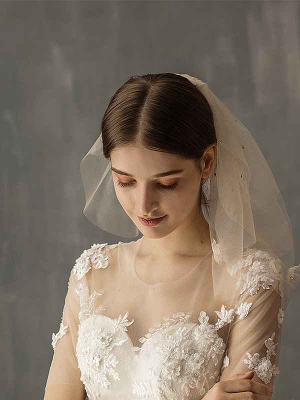 Wonderful Tulle Two-Tier With Applique Shoulder Veils
