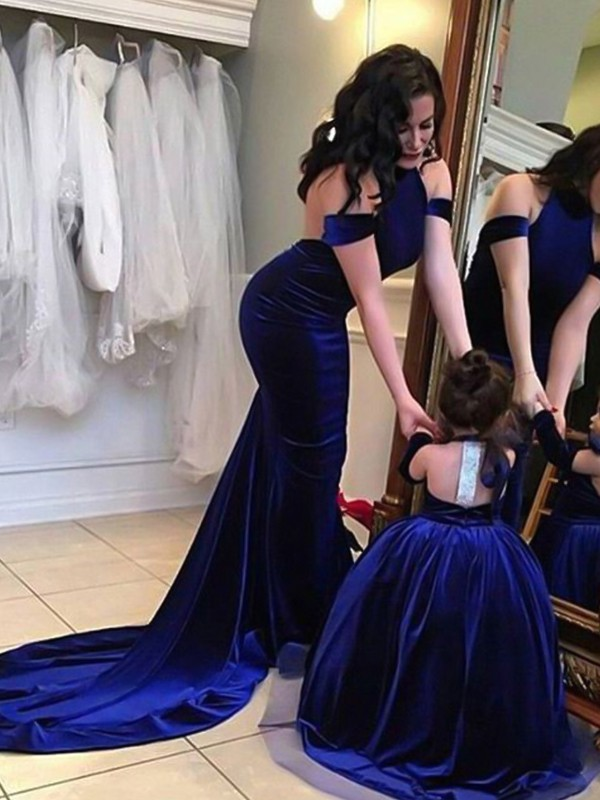 Automatic Classic Sheath Style Halter Sweep/Brush Train Ruffles Velvet Dresses