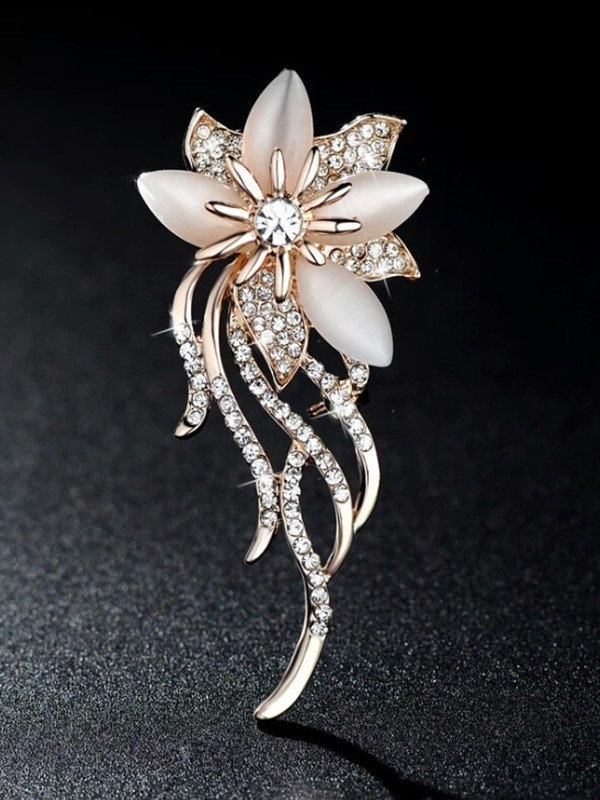 Ladies' Graceful Alloy With Rhinestone Brooch